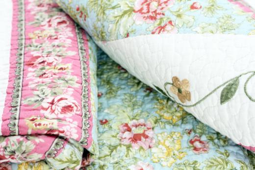 Quilt R 230 x 250cm Tagesdecke Rosen Ranken Plaid Patchwork Landhaus